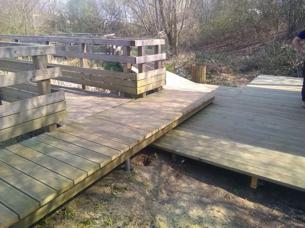 Pose du plancher bois sur pieux de fondations