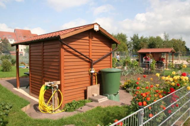 Abri jardins familiaux en béton aspect bois