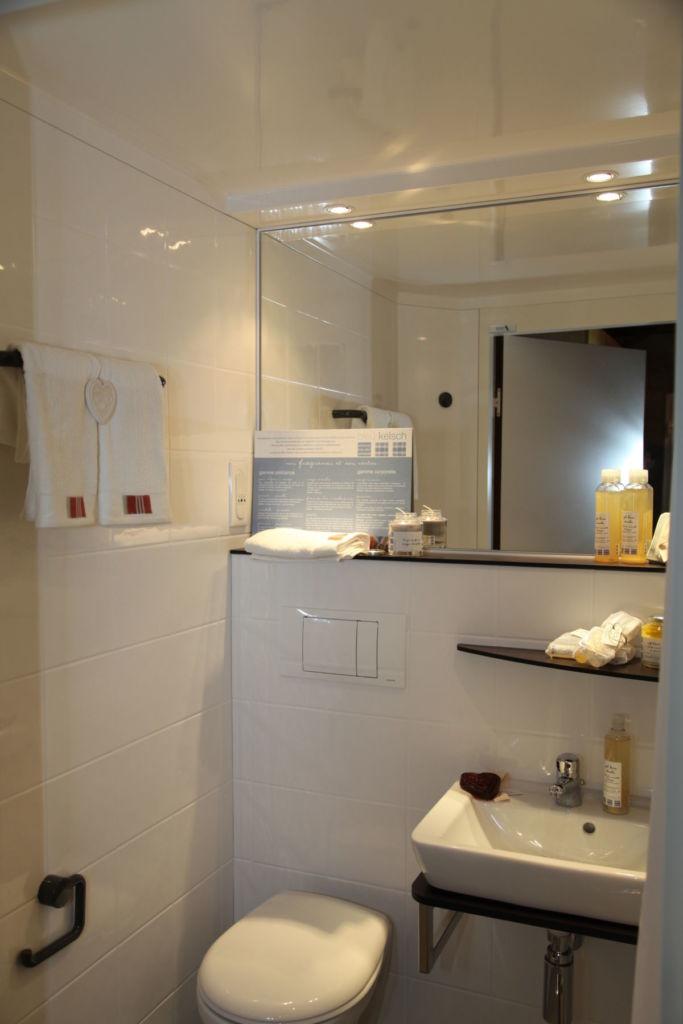 agencement intérieur salle de bain mini chalet alsacien