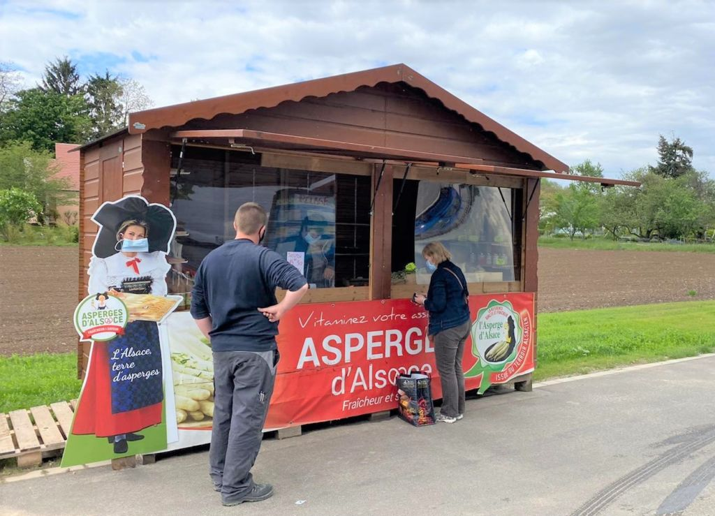 chalet de vente en bois de type gutenberg pour maraicher équipé de façades en plexiglass