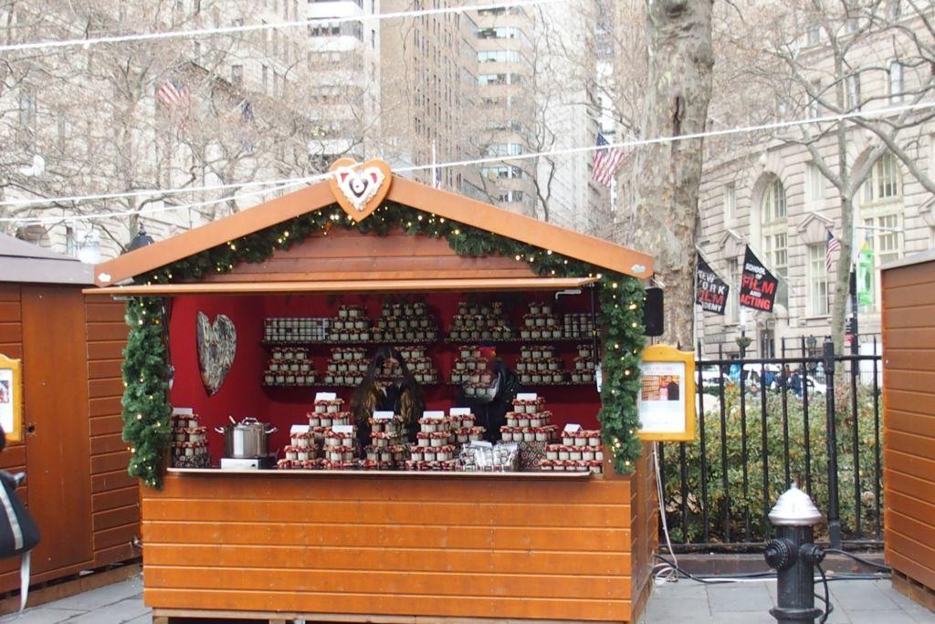 chalet de Noêl Gutenberg installé sur le marché de Noël de New-York