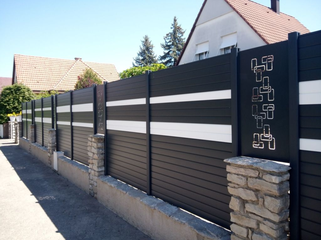 Combinaison claustras en aluminium avec décor labyrinthe et lames décoratives
